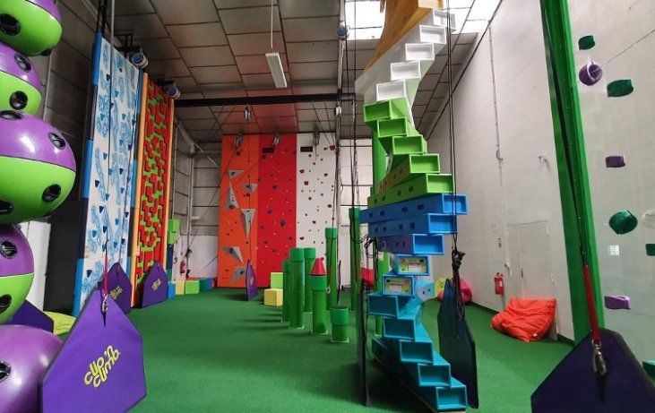 Escalade clip and climb comme B'up en Auvergne